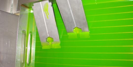 Високотехнологични тапи и вана с проникващ флуид за проверка на наличие на дефекти